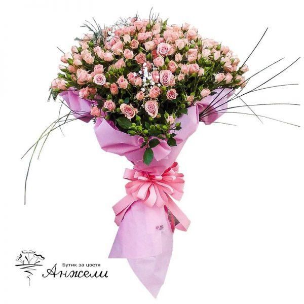 Нежен букет от розови мини рози