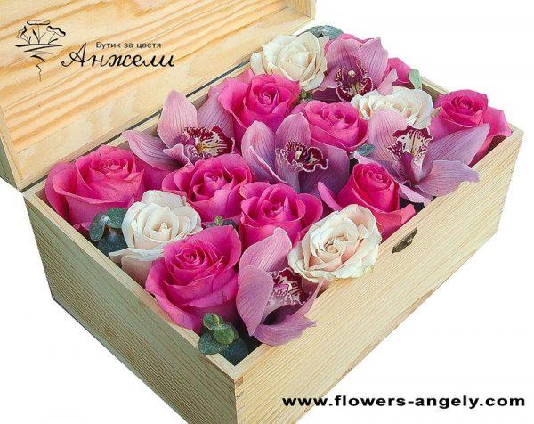 Луксозна кутия с цветя
