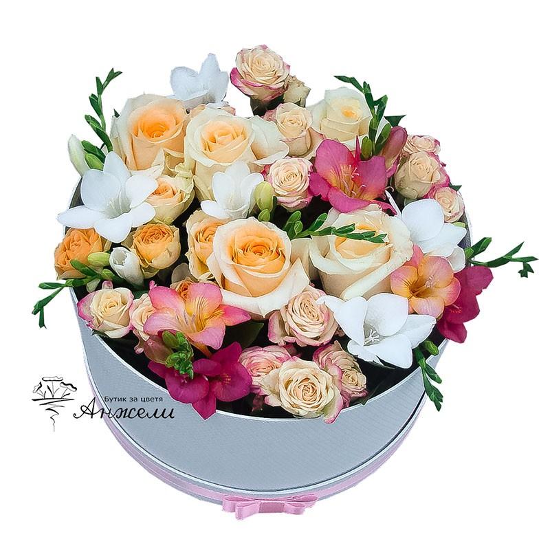 Нежни цветя в кутия